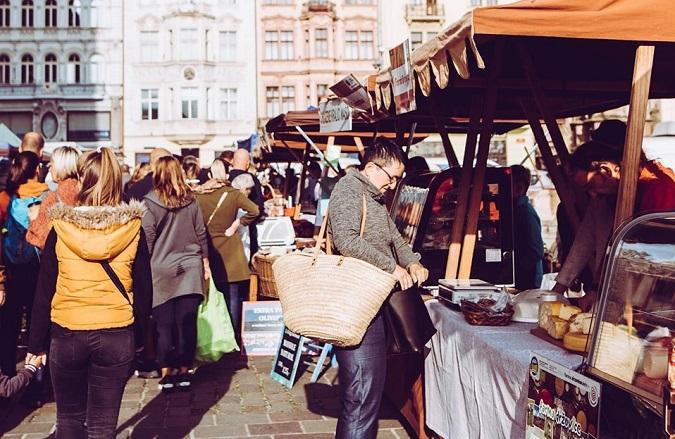 sobotní ranní nákup farmářské trhy Plzeň