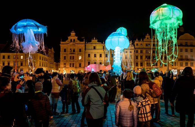 Světelné medúzy náměstí republiky Plzeň blik blik